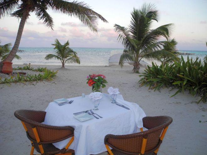 Sunset dinner for two on the beach, Las Terrazas ©John Lamkin