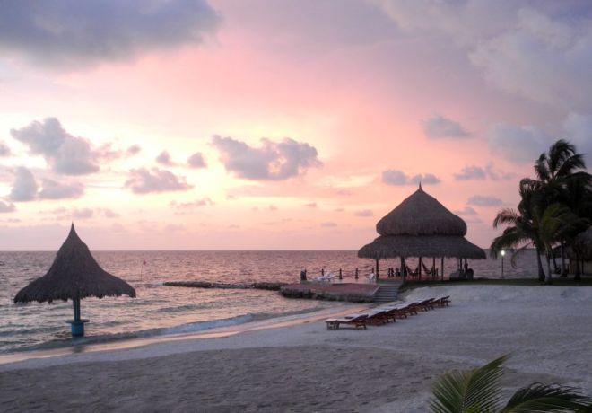 Sunset - Punta Faro, Múcura Island, Colombia ©John Lamkin